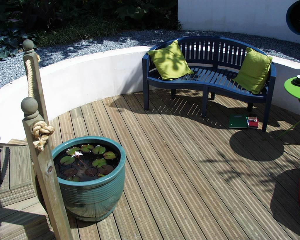 Timber decking phgoto from the Hampton Court Flower Show 03